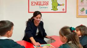 Alumnos del coelgio Monteagudo Nelva practicant conversación en Ingles