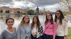 Alumnas del colegio Peñamayor hacen un viaje a Praga como premio a la Liga de Debate Versus