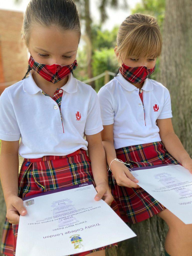 Las alumnas del colegio Torrenova reciben los titulos de los exámenes de Cambridge y Trinity 2021