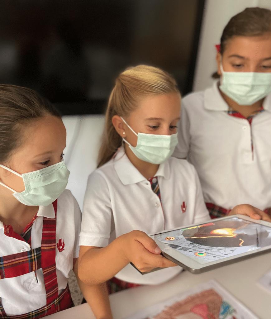 Las alumnas del colegio Vilavella descubren los volcanes con realidad aumentada